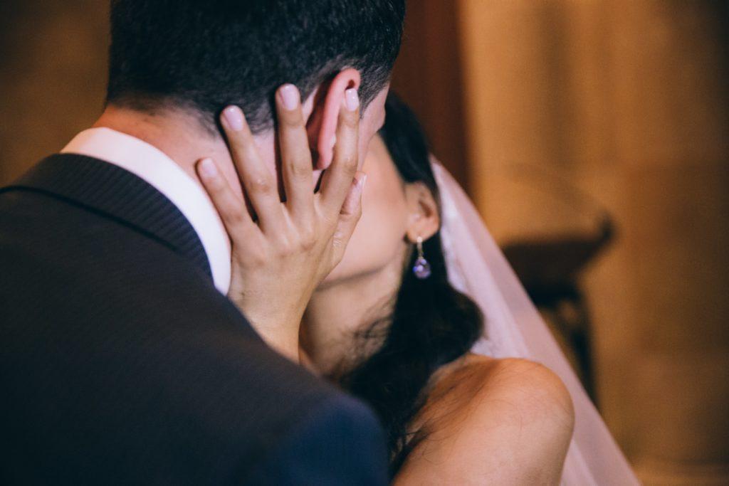 bride-groom-wedding-kiss_4460x4460
