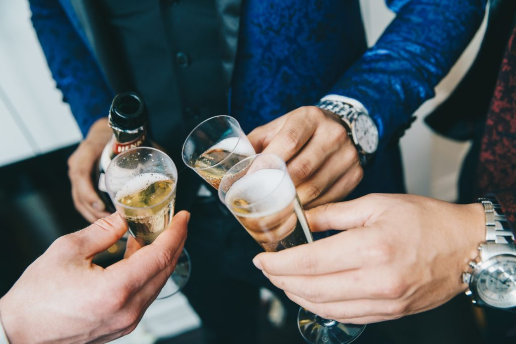 champagne-cheers-and-luxury_4460x4460