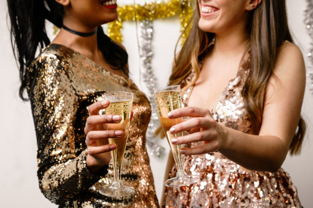 formal-dresses-and-champagne_4460x4460