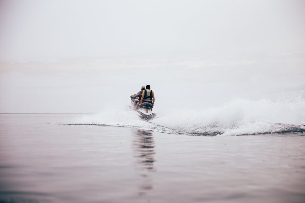 jet-ski-makes-waves_4460x4460