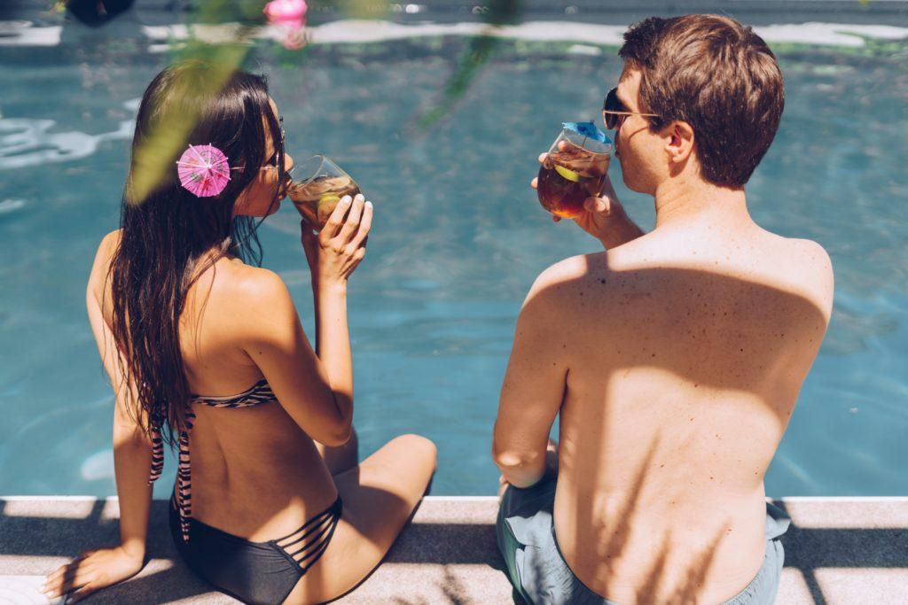 poolside-couple_4460x4460