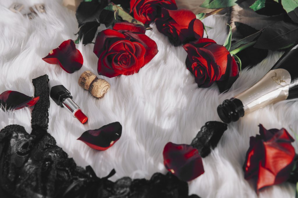 red-roses-lace-and-lingerie_4460x4460-1.jpg